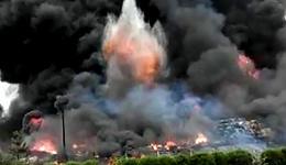 江西南康油漆厂大火 曾致大广高速通行受阻