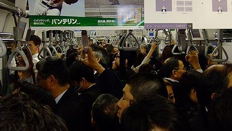 东京地铁联合Line推出新功能 优雅解决孕妇让座的问题