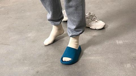 侃爷晒新款椰子拖鞋,不料遭到网友群嘲