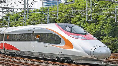高铁香港西九龙站口岸开通首日出入境旅客逾7.5万人次