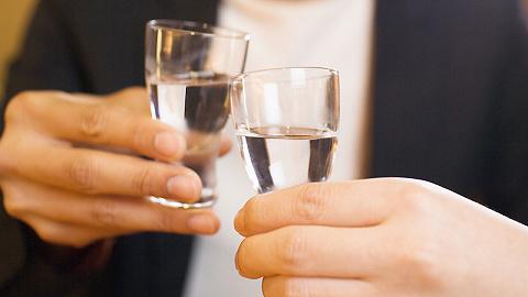 阿里巴巴20亿入股酒类零售平台1919,后者估值达70亿元
