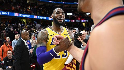 NBA全国比赛收视率遭遇双位数下降,詹姆斯对此要负责任