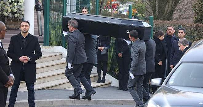 Chanel艺术总监老佛爷火葬仪式于法国巴黎低调举行