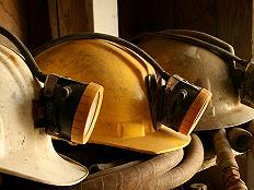 内蒙古西乌旗银漫矿业运送车辆发生事故,致20死30伤