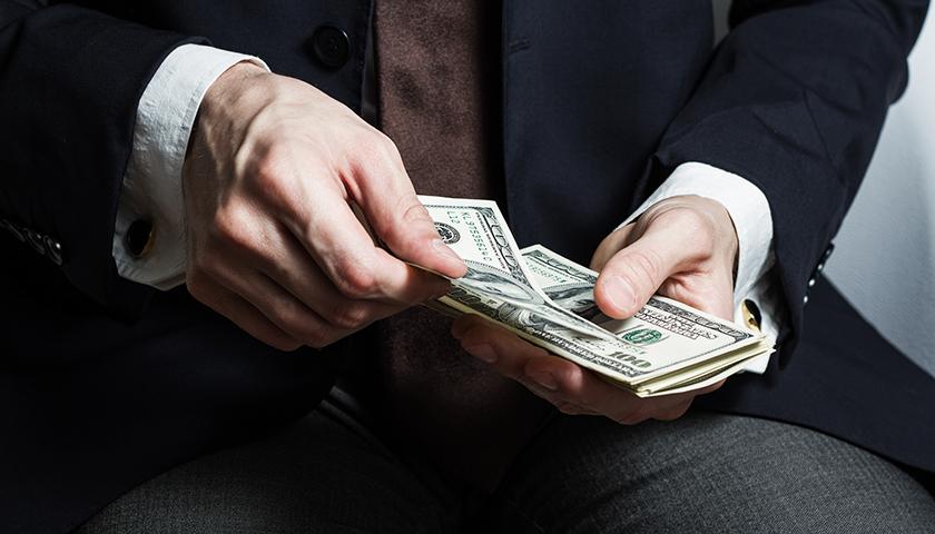 华宝股份去年赚了不到12亿却要派现24.64亿,大股东独得近20亿