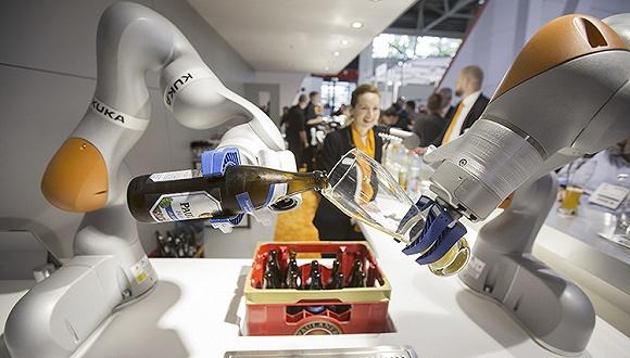 美的收购的机器人巨头库卡 去年利润暴跌八成将开始裁员