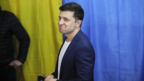 【天下头条】喜剧演员泽连斯基赢得乌克兰大选 美众院民主党将讨论是否弹劾特朗普