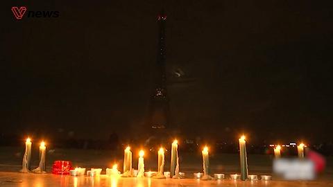 斯里兰卡连环爆炸已逮捕24名嫌疑人,巴黎烛光守夜默哀遇难者