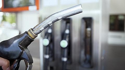 五一节前成品油价再涨,加满一箱92?#29260;投?#33457;7.5元