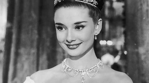 奥黛丽·赫本诞辰90周年:被上帝轻吻过的女孩