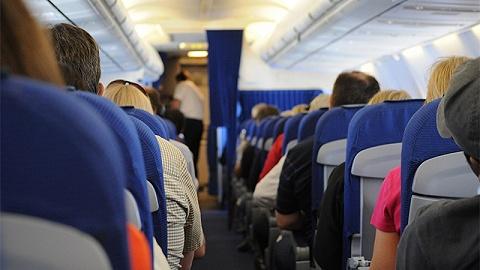 """在美居民需办理""""真实身份证"""",否则将无法登机"""