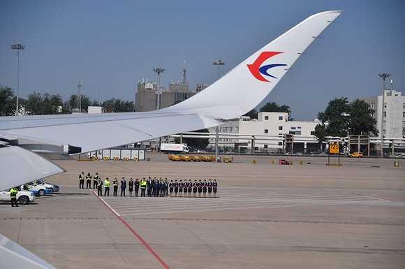 大兴国际机场今天真机试飞,首架飞机南航A380已降落