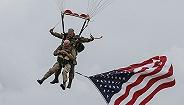 九旬老兵跳伞纪念诺曼底登陆75周年:那是年轻人随时需要赴死的年代