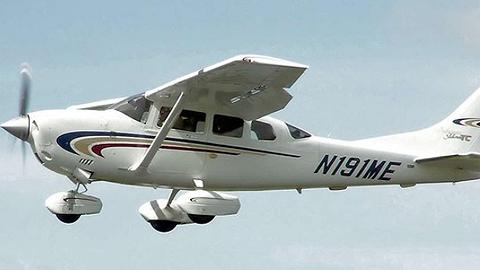 澳机长误认为燃料缺乏逼旅客跳伞,下降后发明另有一箱
