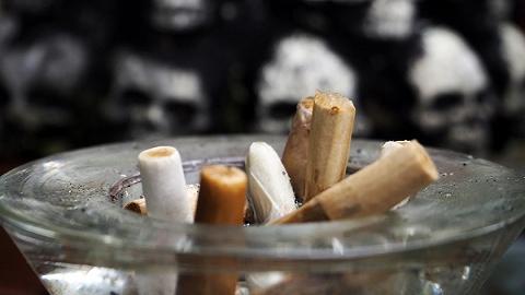 【天下奇闻】泰国新法规定在家抽烟算家暴 埃及人见小龙虾不知所措中国人支招