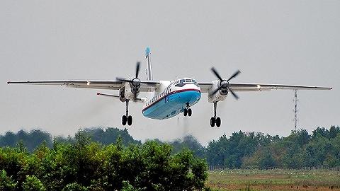 俄羅斯客機緊急降落沖出跑道撞房起火,2名飛行員遇難,救下全機乘客