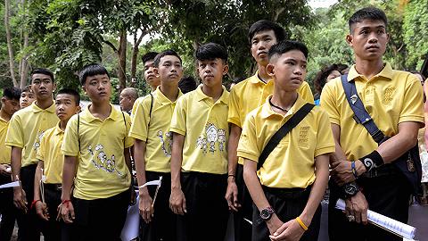 泰国洞穴救援一年后:孩子们名利双收,事发县商机遍地