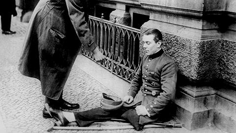 德法一笑泯恩仇:100年过去了,如何评价《凡尔赛条约》?
