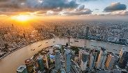 向北平移104.7米,上海东西向大动脉——北横通道首座跨双铁桥梁顶推到位
