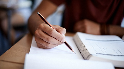 科斯伍?#20081;蚴展?#40857;门教育收到深交所问询,回应称业绩受到监管影响