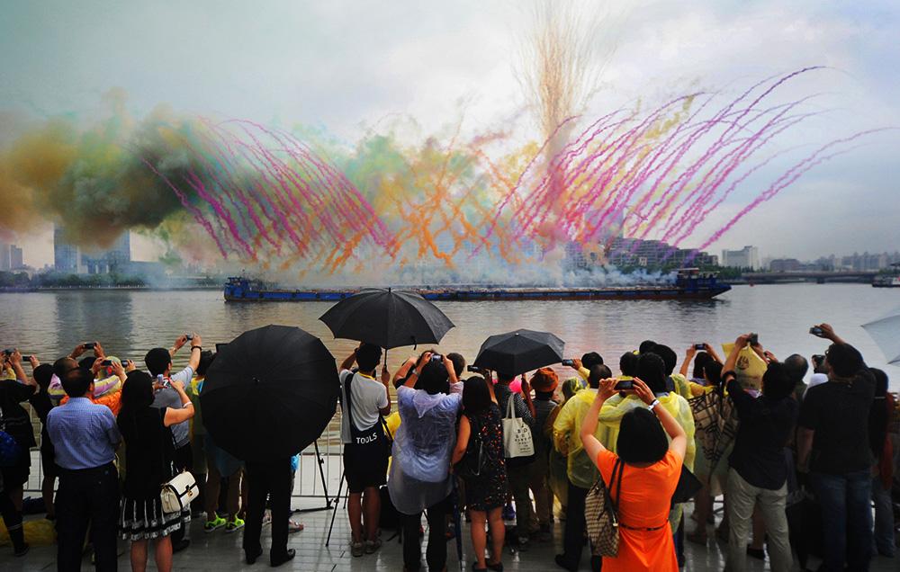 2014年8月8日,上海,当天傍晚5时许,著名艺术家蔡国强的个展《九级浪》在上海当代艺术博物馆开展