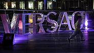 快看|Versace T恤把港澳列为国家,杨幂凌晨宣布终止代言