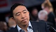 """马斯克支持华裔候选人杨安泽:他会是首个公开的""""哥特式总统"""""""