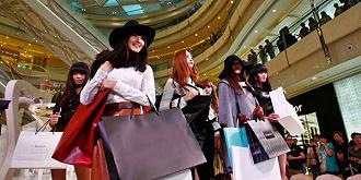 """【此刻评论】""""道歉日?#21271;?#21518;:奢侈品牌需要重新审视中国市场的人文感情和社..."""