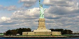 美移民局长为政策收紧辩解:自由女神欢迎的是自食其力的欧洲人
