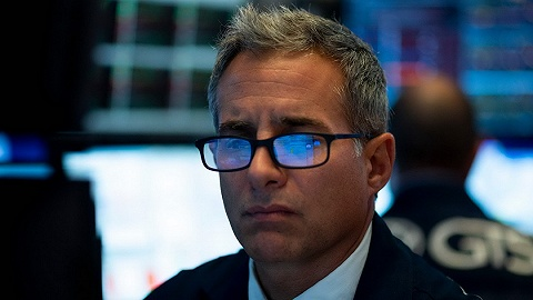 【天下头条】美股大跌道指狂泻800点 经济数据疲软收益率倒挂引全球衰退恐慌