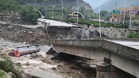 四川阿坝暴雨灾害形成7人遇难24人掉联,数万名旅客正在转移