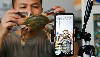 """【一周环球掠影】格力机器人上场表演,""""渔二代""""直播卖蟹"""
