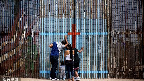 """美国拟容许无量期关押非法移民家庭,官员:羁押中心会变""""安宁"""""""