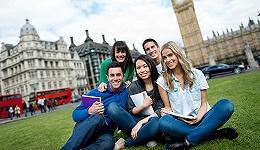 """英国祭出签证新规""""抢人"""",目标直指中国留学生?"""