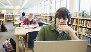 学费太贵,英国大学生平均背负35万元学贷