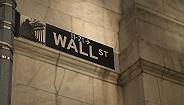 华尔街银行业利润增高,但员工薪酬仍在下滑