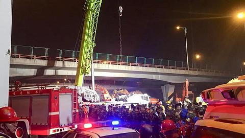 無錫高架橋側翻事故致3人死亡,事故原因系運輸車輛超載