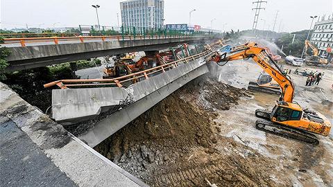 新華社追問無錫高架橋側翻事故:超載有多嚴重?為何能上橋?