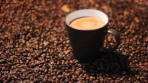 農夫山泉十月底上市三款新即飲咖啡,主打低糖、無糖