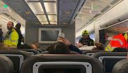 美国航空客机上化学品泄露,机组人员昏迷后被迫改航