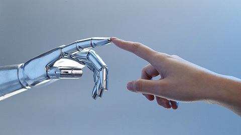 AI正加速替代人类工作,调研称过半本科课程面临过时
