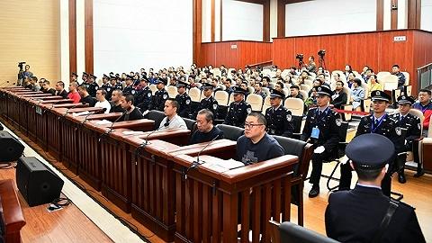 孙小果出狱后组织、领导黑社会性质组织等犯罪一案公开开庭审理