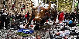 惨遭泼血砸耳后,华尔街铜牛可能真要搬家了