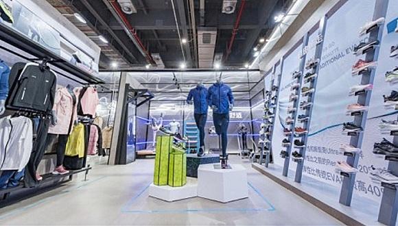 超越娱乐:充气帆船、潮流跑鞋、新零售机器人……多家国际运动品牌首登进博会