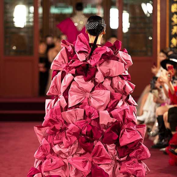 超越娱乐:真正理解东方美学的奢侈品不多,近日在颐和园走秀的Valentino算一个图3
