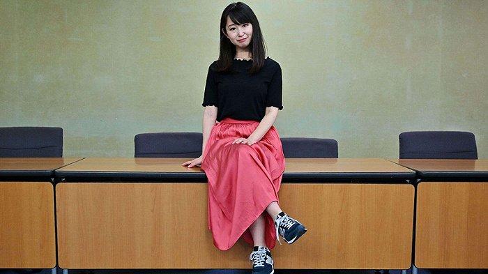 KuToo运动的领导者和创始人石川由美(Yumi Ishikawa)在2019年6月3日于东京的新闻发布会后摆姿势。(摄影:Charly TRIBALLEAU /法新社)