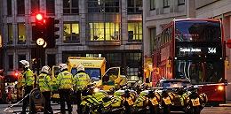 伦敦桥恐袭:嫌犯曾计划炸伦敦交易所,路人用独角鲸牙反击
