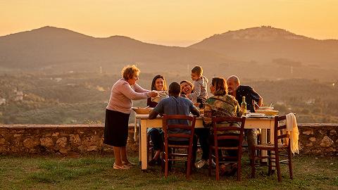 从奶奶的祖传菜谱到故宫边的烤鸭鼻祖,在旅行中学着做出当地美食也不错