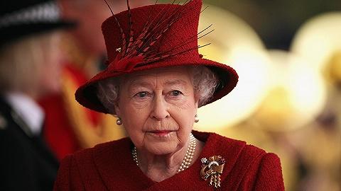 """英国王室否认女王95岁退休传闻,重申""""超长待机""""不会退位"""