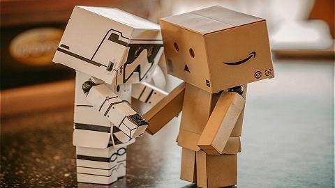 """900名亞馬遜員工被""""機器人經理""""開除后,我們該如何與AI相處?"""